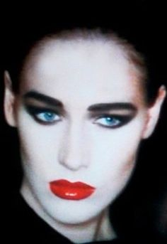 Geisha gone to London, 1980s makeup to you (1986, Addicted to Love)