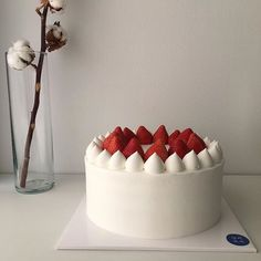 "See our site for more relevant information on ""birthday desserts healthy"". It is an outstanding location to find out more. Birthday Desserts, Cute Desserts, Dessert Recipes, Pretty Cakes, Cute Cakes, Korean Cake, Bolo Cake, Think Food, Cafe Food"