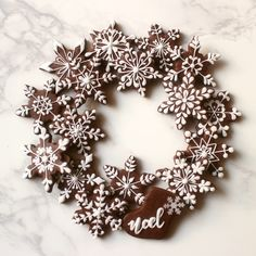 I hope everyone had a great holiday and is ready to jump right back into cookies! I took a few days off from decorating cookies myself to. Gingerbread Christmas Decor, Gingerbread Decorations, Christmas Cake Decorations, Christmas Sugar Cookies, Holiday Cakes, Christmas Desserts, Christmas Treats, Christmas Holidays, Snowflake Cookies