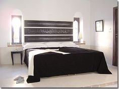 muurdecoratie boven het bed more 3 4 beds black and white above the ...