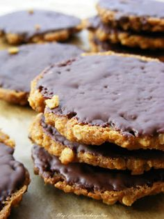 szeretetrehangoltan: Csokoládé bevonatú ropogós zabkeksz Snack Recipes, Cooking Recipes, Healthy Recipes, Snacks, Healthy Food, Diy Food, Herbal Remedies, Biscotti, Herbalism