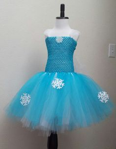 Frozen Elsa Inspired Tutu Dress This beautiful tea length inspired tutu dress is made with turquoise and white tulle with snowflakes. The glittered tulle cape is attached to the back of the dress. Diy Tutu Skirt, Crochet Tutu Dress, Diy Dress, Tulle Dress, Dress Up, Baby Skirt, Dress Clothes, Kids Tutu, Toddler Tutu