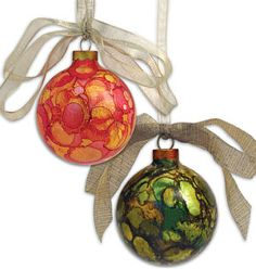 Alcohol Ink Project Ideas by ashleyw. You could do something like this around the holidays with droppers and alcohol or acrylic inks. Ornament Crafts, Diy Christmas Ornaments, Christmas Balls, Christmas Art, Christmas Projects, Glass Ornaments, All Things Christmas, Holiday Crafts, Christmas Ideas