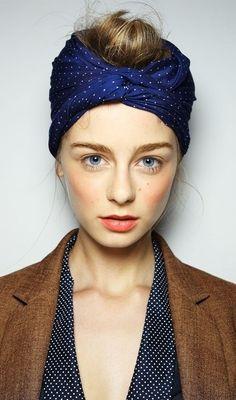 Head scarf style Me lo copio . Fabulosa combinación de color de un clásico.