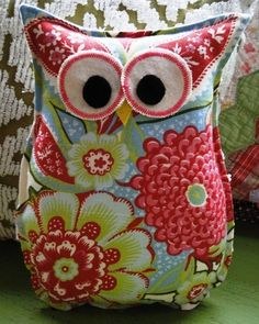 9 easy handmade gift giving tutorials!  How cute!  I love owls.  I have an owl theme in my classroom.  I would love this for my teacher chair.