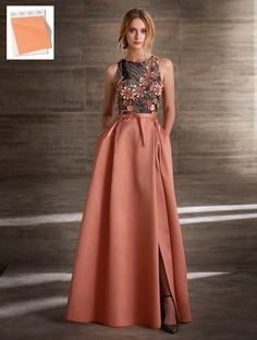 16 colores tendencia en vestidos de fiesta para otoño-invierno 2019-2020 - bodas.com.mx Gala Dresses, Dress Outfits, Evening Dresses, Fashion Dresses, Stunning Dresses, Elegant Dresses, Pretty Dresses, Formal Dresses, Sexy Dresses