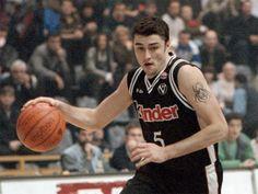Italijanski košarkaški klub Virtus iz Bolonje svečano je povukao iz upotrebe dres sa brojem pet, u čast srpskog asa Predraga Danilovića.