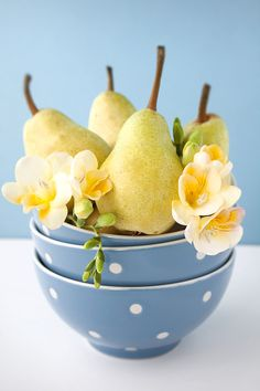 Pears in polka dot bowls. Makes a cute centerpiece.