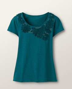 Embrace comfort while celebrating your style with our women's knit tops and tees in misses sizes. Flowing or classic cut…solid or patterned…dressy or casual…knit tops that are uniquely ours. T Shirt Diy, Refashion, Stylish Outfits, New Dress, Fashion Dresses, Tunic Tops, Clothes For Women, My Style, Flowers
