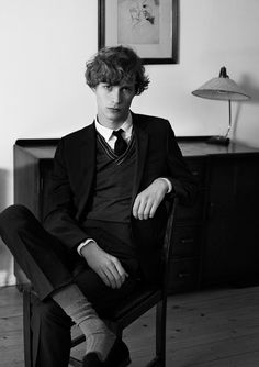 Top model Sven de Vries (Supa Models) takes the pages of Glass Magazine's Spring 2016 edition lensed by fashion photographer Lea Nielsen at Visual Artists Estilo Preppy, Preppy Boys, Looks Dark, Portrait Photography Men, Wilhelmina Models, Stylish Mens Outfits, Poses, Aesthetic Fashion, Academia