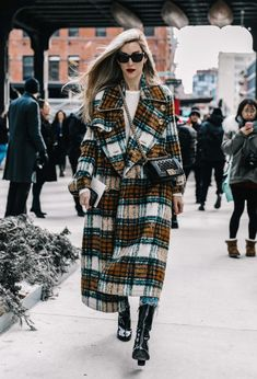 Winter fashion 169448004718163213 - NYFW Street Style Fall 2017 Source by trkmny Look Street Style, Street Looks, Nyfw Street Style, Autumn Street Style, Street Chic, Komplette Outfits, Fashion Outfits, Fashion Trends, Fashion Tips