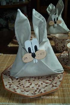 Happy Easter, Easter Bunny, Easter Eggs, Easter Table Decorations, Decoration Table, Bunny Crafts, Easter Crafts For Kids, Napkin Folding, Bunny Face