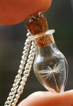 Los collares pueden resaltar hasta el look más sencillo, pero ¿te imaginas usar estos accesorios que parecen sacados de tus sueños? Son todo lo que siempre soñé en un collar. :3
