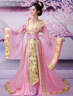 This is a hanfu (traditional Han Chinese clothing). It precedes the kimono and… Japanese Fashion, Asian Fashion, Chinese Fashion, Japanese Geisha, Pink Fashion, Kimono Chino, Pretty Dresses, Beautiful Dresses, Beautiful Costumes