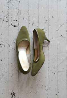 vintage 60s shoes / green 1960s shoes / Oleaceae heels