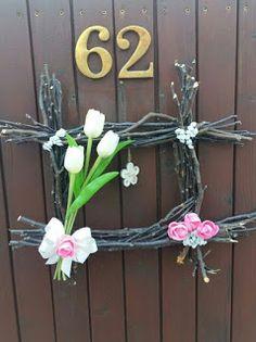 "Tvořím to co mě baví:): Věnec na dveře s tulipány ""trochu jinak"" Grapevine Wreath, Grape Vines, Hanukkah, Wreaths, Homemade, Home Decor, Christmas Crafts, Rustic Wreaths, Create"