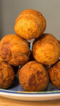 Jamaican Fried Dumplings, Sweet Dumplings, Jamaican Dishes, Jamaican Recipes, Fry Dumpling Recipe, Johnny Cakes Recipe, Indian Food Recipes, Ethnic Recipes, Indian Foods