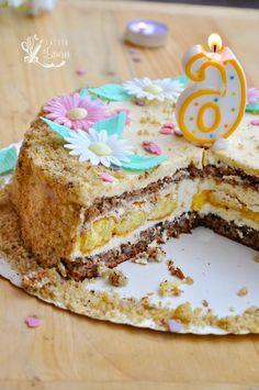 Tort cu crema de vanilie si nuca, reteta mamei, un desert cu blat fin de nuca, fara faina si crema mousseline, de vanilie cu unt