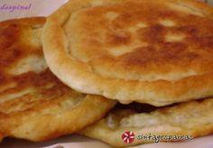 Εύκολα τηγανόψωμα τα οποία κάθε φορά που τα φτιάχνω εξαφανίζονται στο λεπτό. Στη γέμιση μπορείτε να προσθέσετε ή να αφαιρέσετε υλικά ανάλογα με το γούστο σας. Greek Recipes, Desert Recipes, Snack Recipes, Cooking Recipes, Snacks, Greek Pastries, Greek Appetizers, Savory Muffins, Greek Cooking