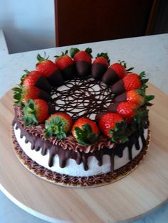 Ideas Cheese Cake Chocolate Strawberry Valentines For 2019 Gateau Iga, Cake Cookies, Cupcake Cakes, Cake Recipes, Dessert Recipes, Strawberry Cakes, Chocolate Cake With Strawberries, Dipped Strawberries, Drip Cakes
