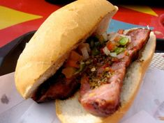 Argentine choripan with spicy sauce and chimichurri. Chimichurri, Argentina Food, Argentina Travel, Chilean Recipes, Chilean Food, Great Recipes, Favorite Recipes, Meat Lovers, Dessert Drinks