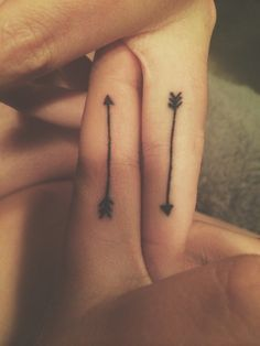 What does arrow tattoo mean? We have arrow tattoo ideas, designs, symbolism and we explain the meaning behind the tattoo. Tattoo Son, Bff Tattoos, Arrow Tattoos, Couple Tattoos, Trendy Tattoos, Back Tattoo, Tatoos, Letter Tattoos, Sagittarius Symbol