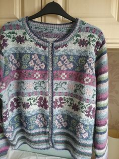 Maple pattern by Marie Wallin - Pulli Stricken Fair Isle Knitting Patterns, Fair Isle Pattern, Knitting Designs, Knit Patterns, Crochet Jacket, Knit Crochet, Ravelry Crochet, Fair Isle Pullover, Jersey Jacquard