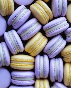 How delicious and perfect are Macarons 😍👌🏽💖 Lavender Aesthetic, Aesthetic Colors, Aesthetic Food, Cute Food, I Love Food, Macaroon Wallpaper, Macaroon Filling, Macaron Cookies, Food Wallpaper