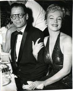 Le 11 avril Marilyn Monroe et Arthur Miller participent au grand bal Marylin Monroe, Fotos Marilyn Monroe, Joe Dimaggio, Classic Hollywood, Old Hollywood, Hollywood Glamour, Hollywood Couples, Gerard Philipe, Elsa