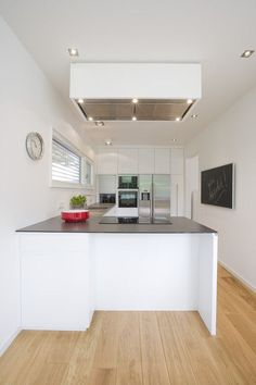 Best pictures, design and decor about kitchen flooring ideas, tile pattern. inexpensive - Kitchen floors for my modern kitchen Kitchen Dinning Room, Kitchen Sets, Home Decor Kitchen, Kitchen Interior, Home Kitchens, Minimalist Kitchen, Minimalist Interior, Kitchen Modern, House Ideas