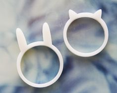 I know of the place where these adorable rings are made. They don't only sell cat  rings, they also sell cat shoes! The cat one is my favorite... I wish that I could stick it on my finger right now.