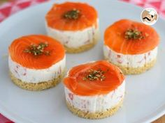 Cheese and salmon Mini Cheesecake, Cheesecake Recipes, Tapas Recipes, Gourmet Recipes, Marinated Cheese, Classic Desserts, Mini Foods, Salmon Recipes, Love Food