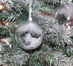 Boule pour sapin de Noël avec tulle et pampille de perles : Accessoires de maison par valerie-hacquin-creationshttp://www.alittlemarket.com/accessoires-de-maison/boule_pour_sapin_de_noel_avec_tulle_et_pampille_de_perles-2139429.html