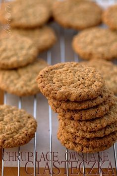 Oatmal cookies, substitute with whole wheat flour, reduce butter and sugar Sweet Desserts, Sweet Recipes, My Favorite Food, Favorite Recipes, Cookie Recipes, Dessert Recipes, Oat Cookies, Christmas Cooking, Oatmeal Recipes
