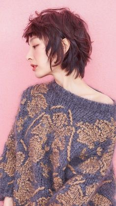 beautiful knitting (With images) Mullet Hairstyle, My Hairstyle, Cool Hairstyles, Short Hair With Layers, Layered Hair, Short Hair Cuts, Grown Out Pixie, Pixie Cut, Hair Inspo