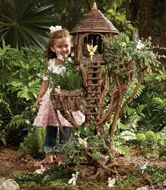Fairy garden tree house - Good inspiration for DIY Fairy Gardens Garden Tree House, Fairy Tree Houses, Fairy Garden Houses, Garden Trees, Gnome Garden, Fairies Garden, Forest Garden, Garden Whimsy, Garden Bed