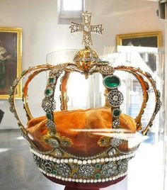 Very Cool Pics: Royal Crowns from around the world