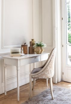Coming Soon page Style Français, Dressing Table, Office Desk, Entryway Tables, Armchair, Vanity, Empire, Dreams, Furniture