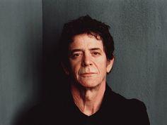 """Fundador da banda Velvet Underground, o compositor, guitarrista e intenso Lou Reed morreu aos 71 anos no domingo, 27 de outubro, 2013. A causa da morte foi por problemas no fígado. O músico, inclusive, passou por umtransplante em maio deste ano. Bissexual assumido, Lou Reed já passou até por um tratamento de choque a mando...<br /><a class=""""more-link""""…"""