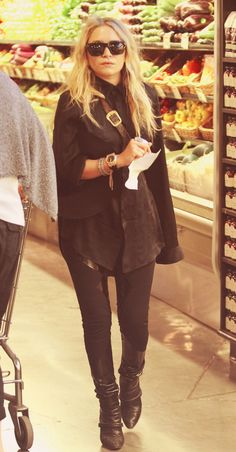 fake food shopping for the papparazzi