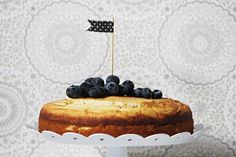 LA PETITE PRINCESSE: Superhelppo gluteeniton ja sokeriton jugurttikakku... Cheesecake, Desserts, Food, Tailgate Desserts, Deserts, Cheesecakes, Essen, Postres, Meals
