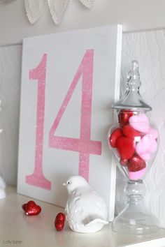 easy Valentines Day glitter sign, 2014 Valentine's Day Signs #Valentinesday #decor #love