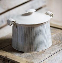 Ceramic Boxes, Ceramic Jars, Porcelain Ceramics, Pottery Pots, Slab Pottery, Ceramic Pottery, Pottery Painting Designs, Pottery Designs, Clay Design