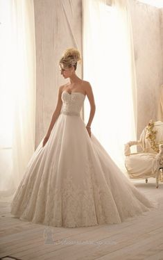 20 Beautiful Ball Gown Wedding Dresses for Glamorous Brides #DressUpPartyDown