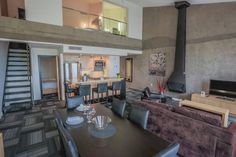 Condo 2 étages au Mont-Sainte-Anne | Airbnb Mobile Mont St Anne, Two Bedroom, Master Bedroom, Canada, King Beds, Ground Floor, Milk, Flooring, Table