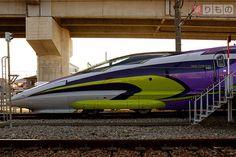「「エヴァ新幹線」発進! 車内で使徒と対決 チャイムはあの主題歌 JR西日本」の写真   乗りものニュース