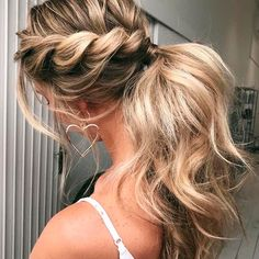 Prom hair styles are semi-formal to formal hairstyles that are appropriate for t. Hairstyles, Prom hair styles are semi-formal to formal hairstyles that are appropriate for the occasion. Such hairstyles can be done on any hair length and textur. Clip In Ponytail, Ponytail Hair Extensions, Twist Ponytail, Human Hair Extensions, Ponytail Extension, Formal Ponytail, Sporty Ponytail, Extensions Hair Styles, Ponytail Updo