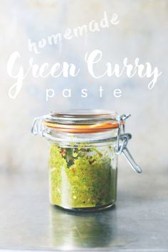 Homemade Thai Green Curry Paste – easy, flavorful and healthy. Add to curries, soups, dips, guacamole and more. Thai Green Curry Recipes, Thai Recipes, Indian Food Recipes, Asian Recipes, Vegetarian Recipes, Cooking Recipes, Healthy Recipes, Curry Vert Thai, Thai Green Curry Paste