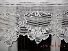 Cortinas y bandos en crochet. … Curtains and crochet sides. Diy Crafts Crochet, Crochet Art, Cotton Crochet, Crochet Home, Thread Crochet, Crochet Doilies, Crochet Stitches, Crocheted Lace, Crochet Motif Patterns