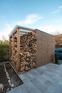 design #gartenhaus french walnut by design@garten - Augsburg | 2 Flügeltüren und Holzlager mit Glasdach. Ein Gartenhaus mit HPL-Fassade, muss niemals gestrichen werden, vergraut nicht. #Gartenhaus #designgartenhaus